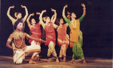 seraikela chhau and purulia chhau drama essay Kirat-arjun pala of the chhau of purulia, sarpa nritya or the snake dance pala of the chhau of seraikella and kalchakra or the wheel of time pala of the chhau of mayurbhanj are still based on the classical form of hunting (mahato 76.