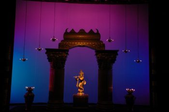 Sai venkatesh vemuri bilder news infos aus dem web for Arangetram stage decoration ideas