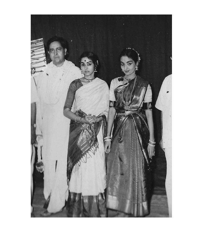 Yamini Krishnamurthy with her sister Jyotishmathi and father after a concert
