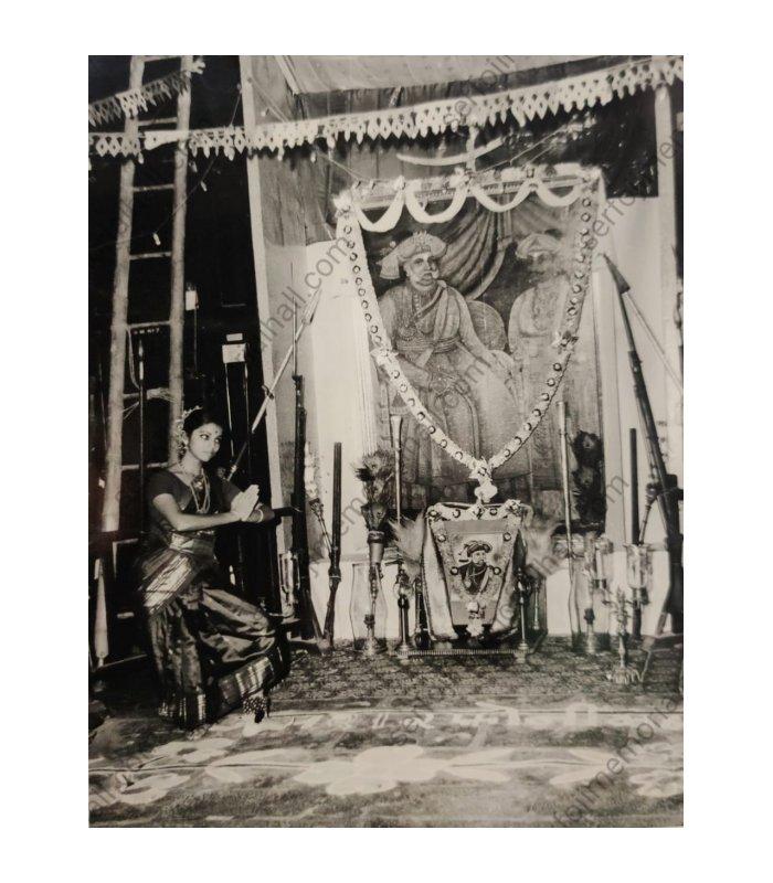 Pune based Bharatanatyam dancer Sucheta Chapekar performing at Thanjavur Maharajah Serfoji's Sarasvati Mahal library in mid 20th century